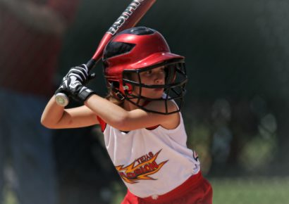 softball-batter-girl-batting-163304